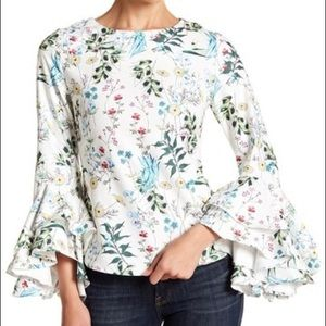 Gracia Floral Bell Sleeved Top